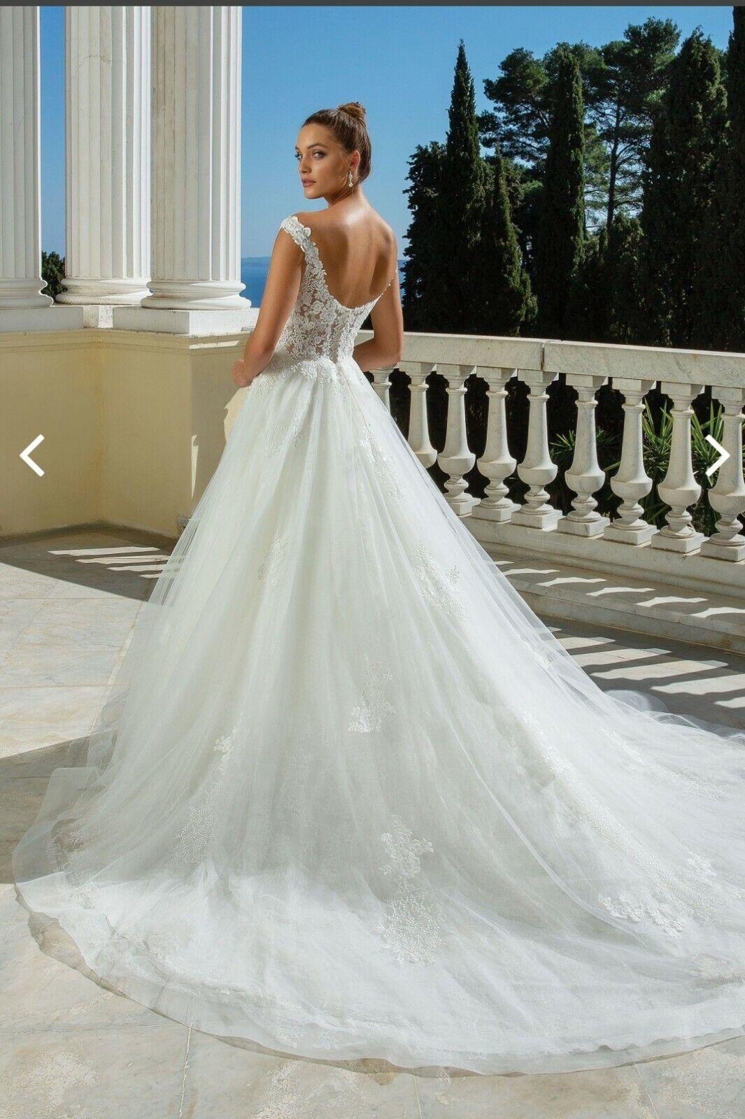 Wedding dress from Justin Alexander signature, never worn!