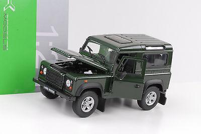 Land Rover Defender Station 90 Td5 grün 1:24 Welly