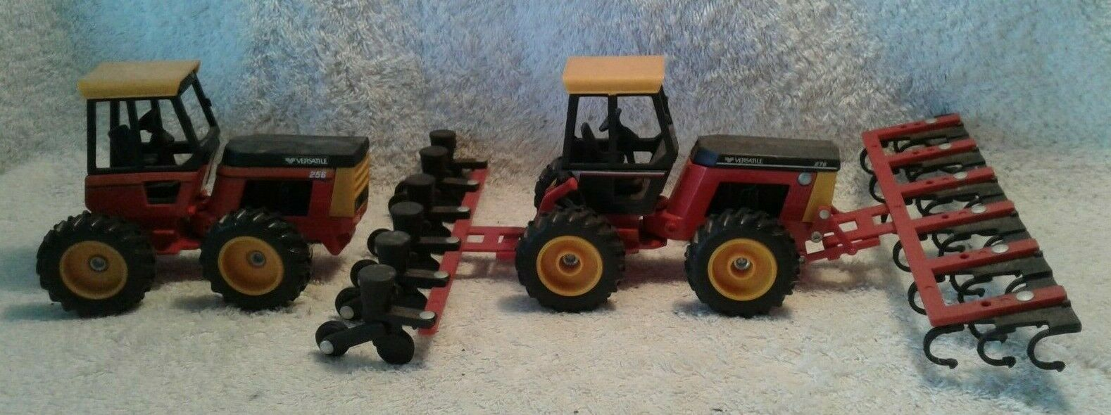 2 Scale Models 1 32 Versatile Tractors 276 Cultivator Planter & 256 Bi-Direction