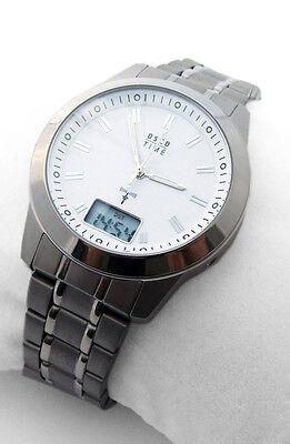 """Immer die richtige Uhrzeit! OSCO Titan Herren Funk-Armbanduhr """"Travel-Line"""" weiß"""