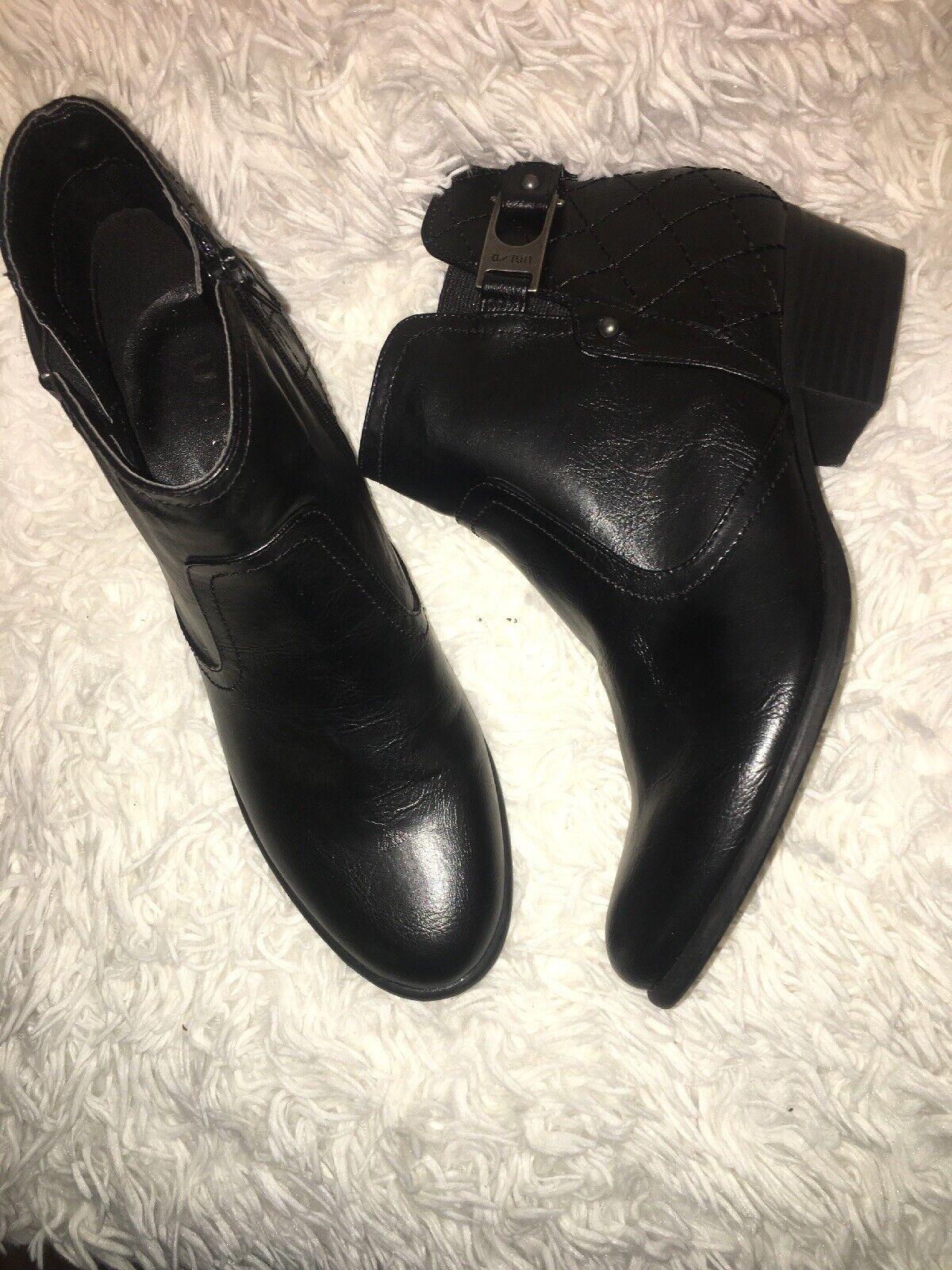 Unisa Black Ankle Booties Boots Side Zip sz 9 m new