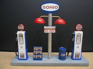 """ SOHIO "" GAS PUMP ISLAND DISPLAY W/GAS PRICE SIGN, 1:18TH, HAND CRAFTED, NEW"
