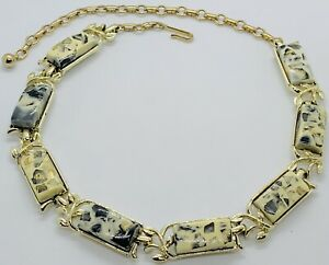 Vintage-Signed-Coro-Thermoset-Confetti-Lucite-Gold-Tone-Necklace-Excellent