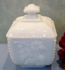 Westmoreland-Beaded-Grape-White-Milk-Glass-Puff-Box-or-Candy-with-lid