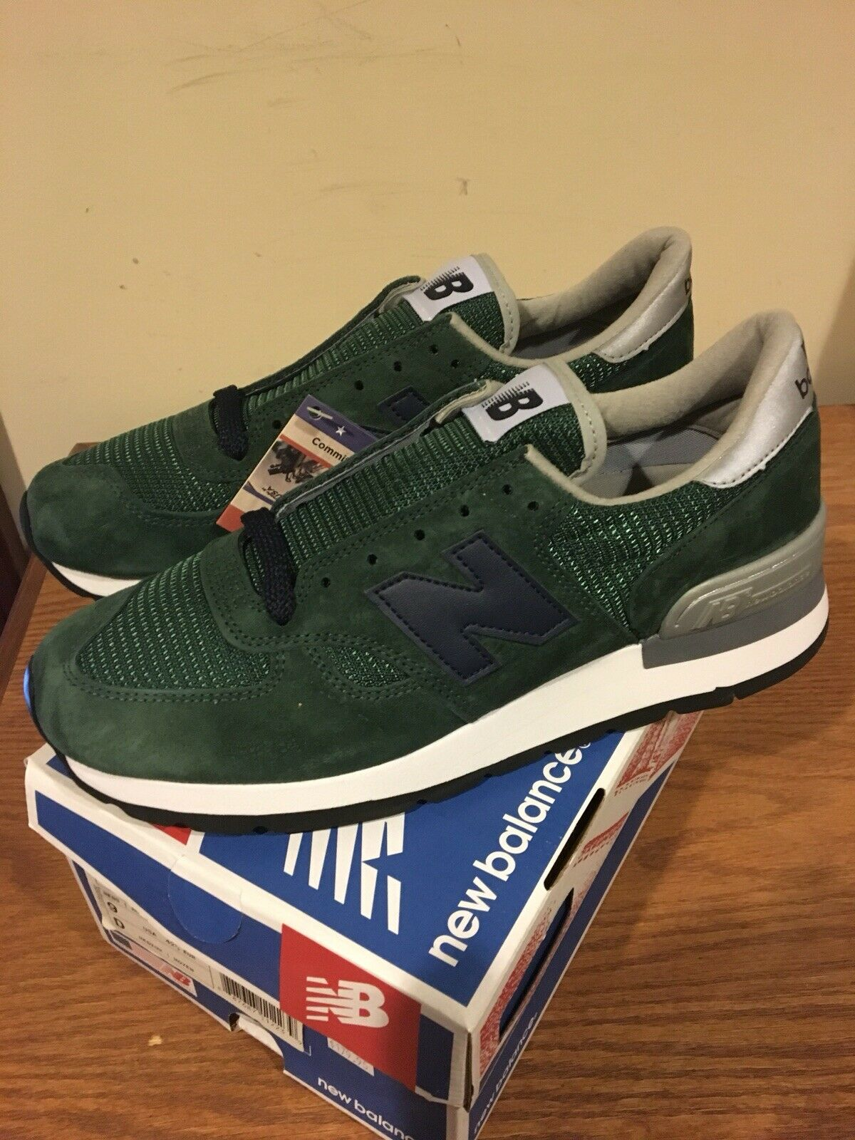 nouveau   990 Go vert taille 9 made in USA NEUF