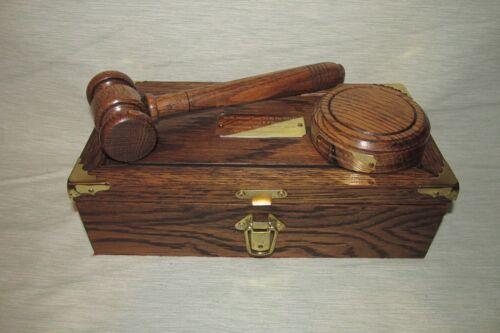 Marteau & Bloc gravé avec boîte de présentation sur mesure Made To Order in Oak Wood