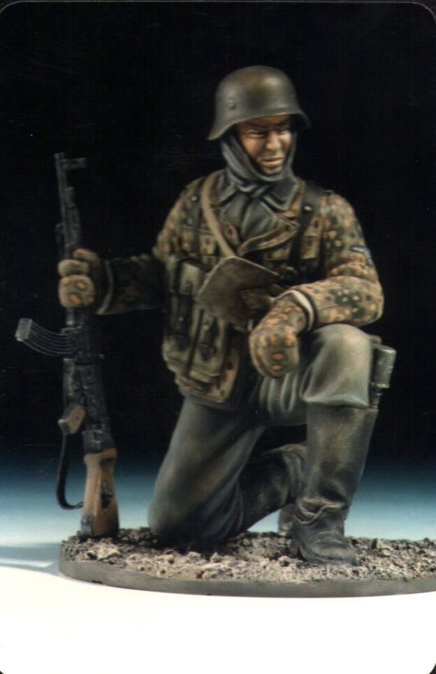 120 MM Figure  German SS WWII w StG44. with Base Sit Pose Unpainted Resin Kit