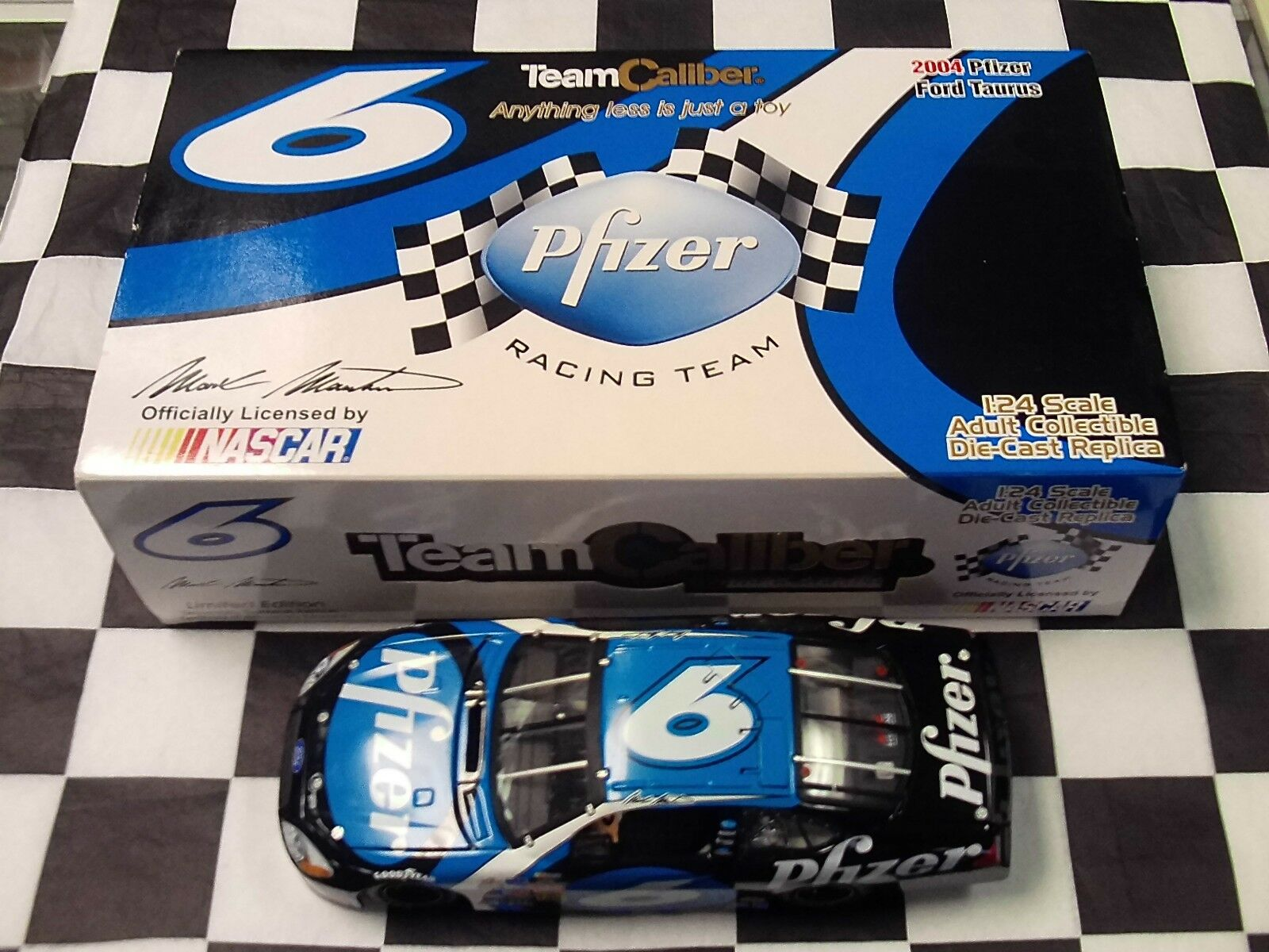 Mark Martin  6 Pfizer 2004 Taurus 1 24 Team Caliber MM4-O2-06PF New in Box NASCAR