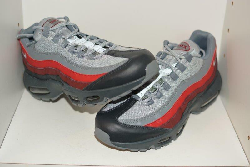 NIKE AIR MAX 95 ESSENTIAL MENS RUNNING SHOES - MENS SIZE  9