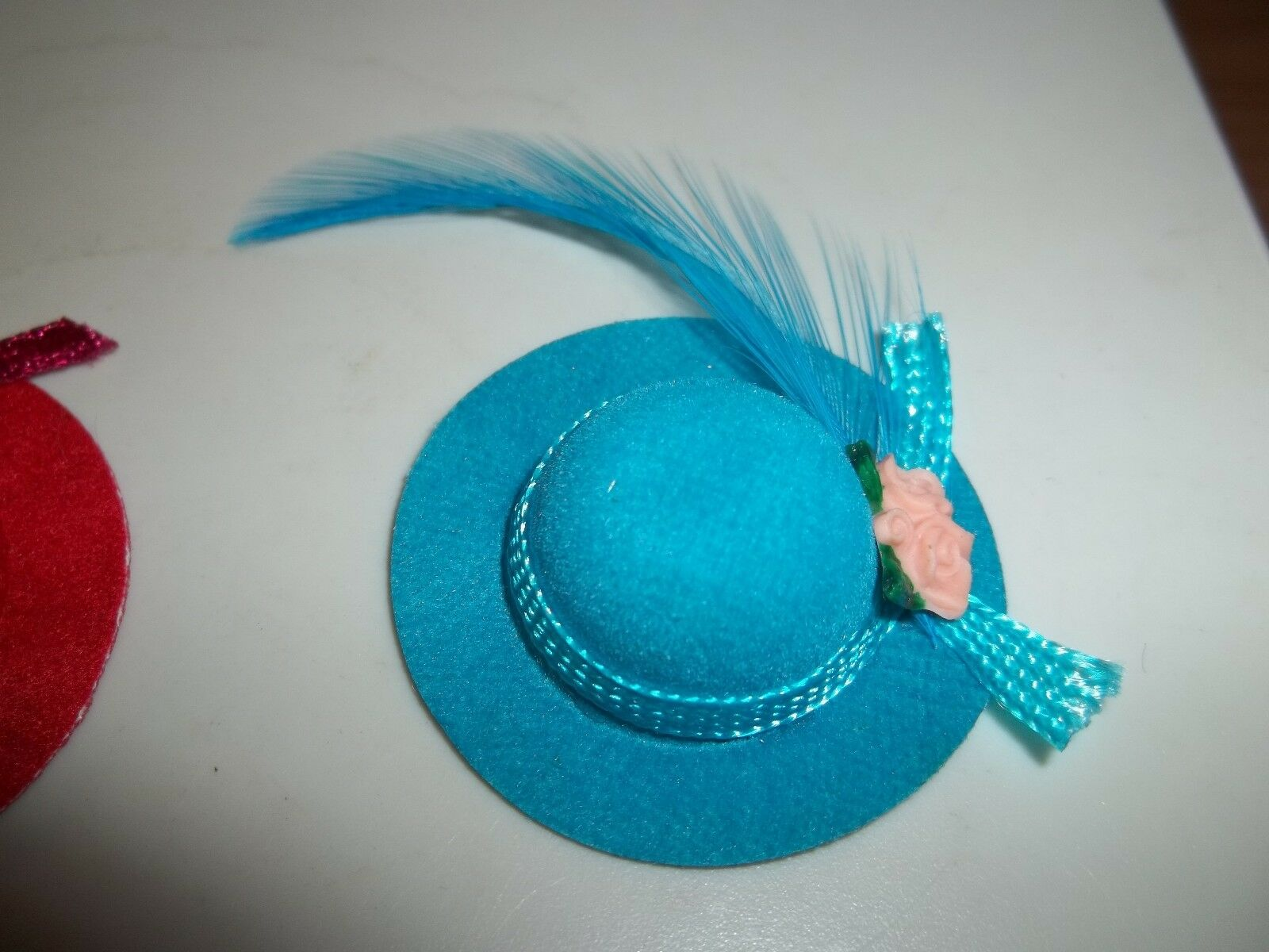 Dolls House Turquoise Lady/'s Hat Miniature Millinery Shop Bedroom Accessory