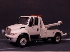 INTERNATIONAL DURASTAR 4400 WRECKER TOW TRUCK 1/64 SCALE MODEL COLLECT - DIORAMA