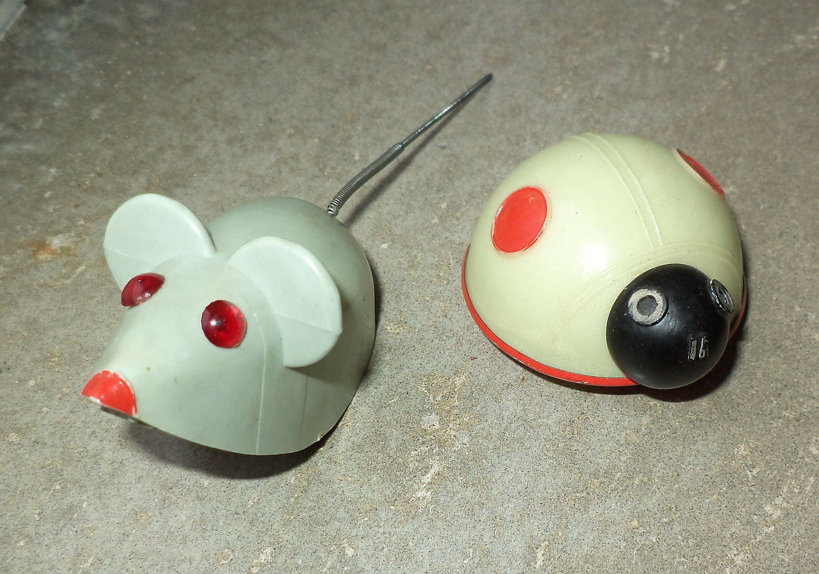 2 jouets anciens souris et Coccinelle a friction Western Germany Lehmann
