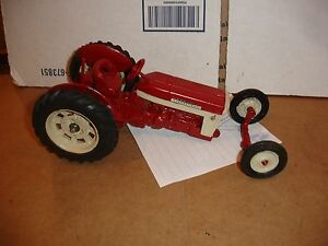 1/16 international 240 340 series tractor