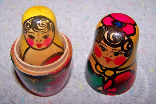 """Vintage RUSSIAN NESTING DOLL // MATRYOSHKA 2.75/"""" Made in Russia! 3 Pieces"""