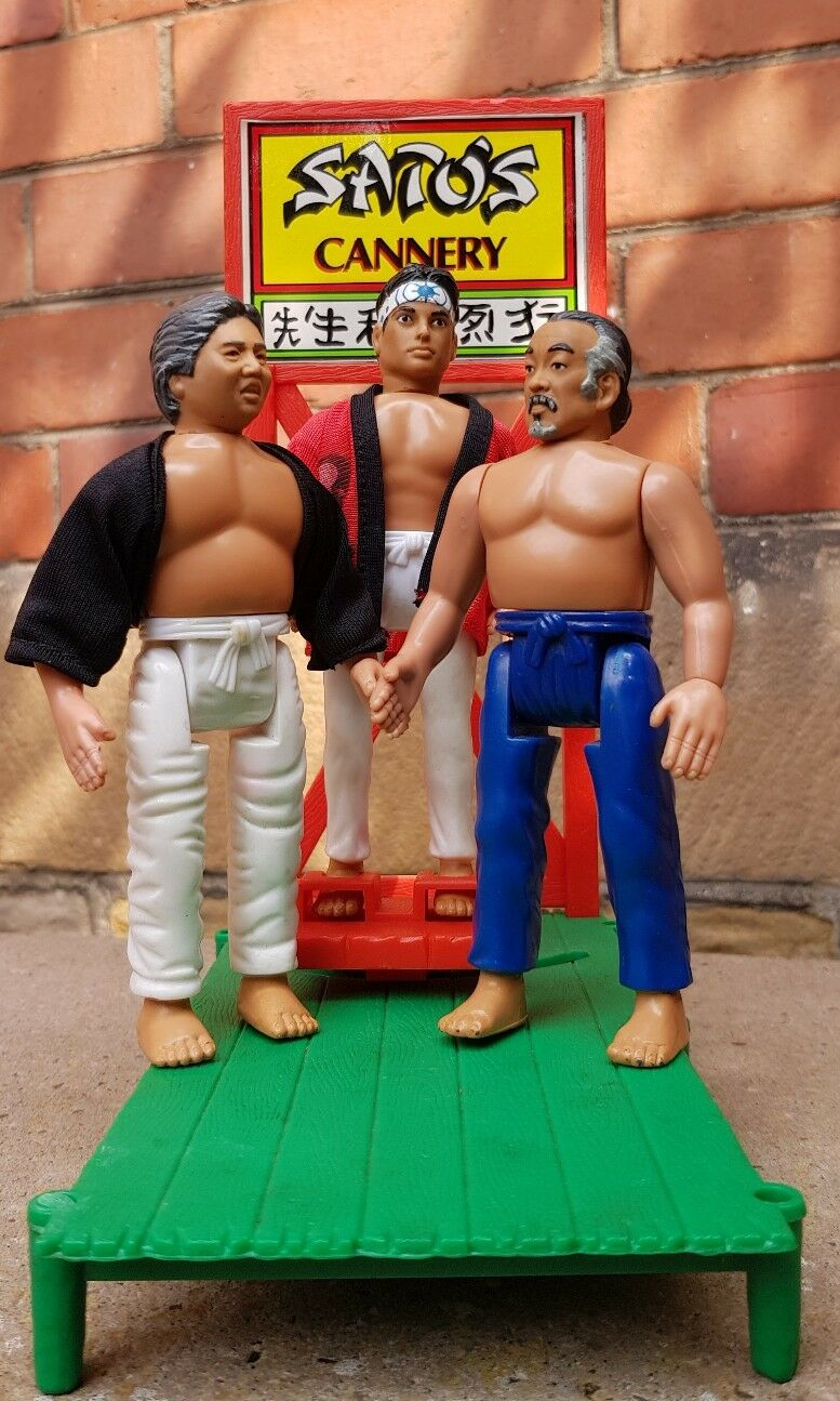 Karate Enfant Remco  Hornby SATOS CANNERY Playset with Daniel Miyagi & Sato 1986  sortie d'exportation