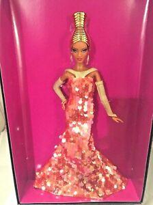 Barbie Alazne Stephen Burrows Nrfb - Or Modèle Modèle Collection Muse Doll Mattel