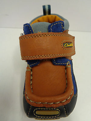 Jungen CLARKS Erste Schuhe Marineblau / hellbraunes Leder F/G Fassung Fraggle