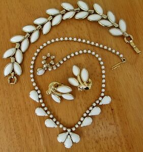 1950s CROWN TRIFARI Signed White Milk Glass & Gold Necklace 4 Pc Set Vintage