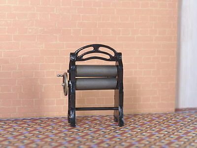 MANGLE 12TH SCALE DOLLS HOUSE OLD FASHIONED MANGLE WITH TURNING HANDLE FREE POST