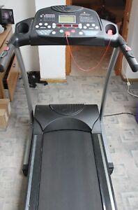 Tapis-roulant-con-inclinazione-monitor-cardiaci-velocita-regolabile