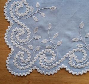 Old-Vintage-Fine-BLUE-LINEN-Tea-Table-Cloth-HAND-EMBROIDERY-6-Napkins-MADEIRA