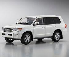 Toyota Land Cruiser AX G Selection White 1:18 Kyosho KSR18008W