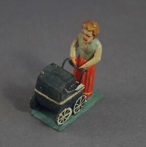 Grulicher-Krippenfigur-Maedchen-mit-Puppenwagen-gt-7-cm-lt-11867