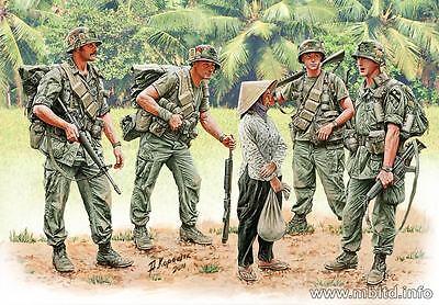 "Master Box 3599 Vietnam War series: ""Patroling"" 5 Figures Scale 1/35"