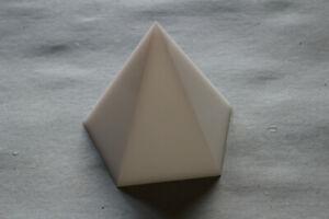Pyramidenform-Pentagramm-10cm-Kantenlaenge-10-Moebiusspulen
