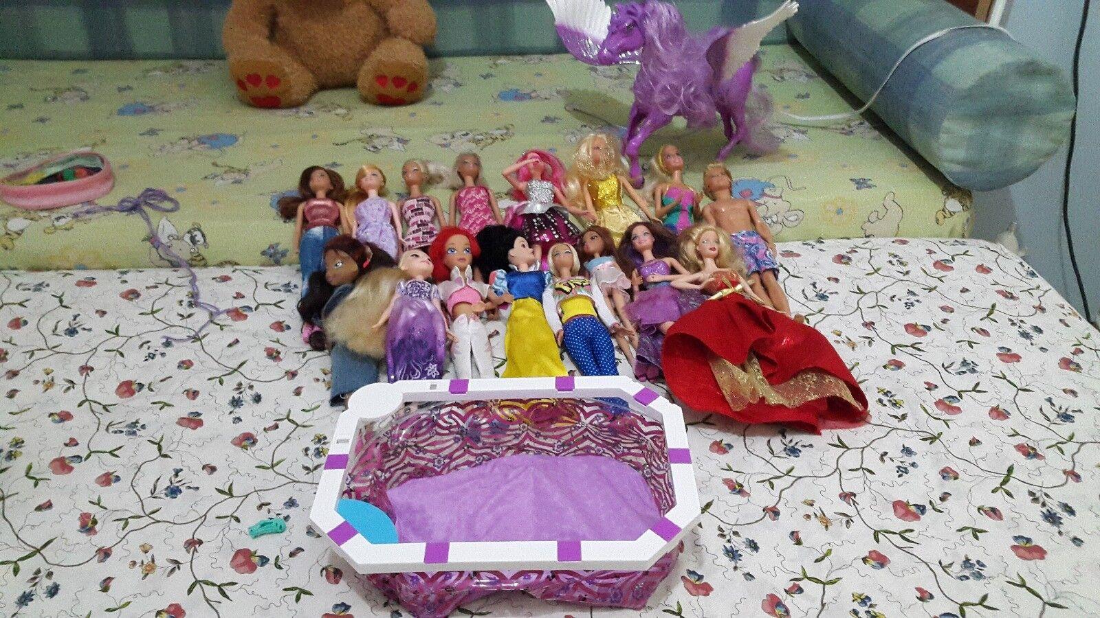 Barbie,ken sue e le sue Barbie,ken amiche e6b972