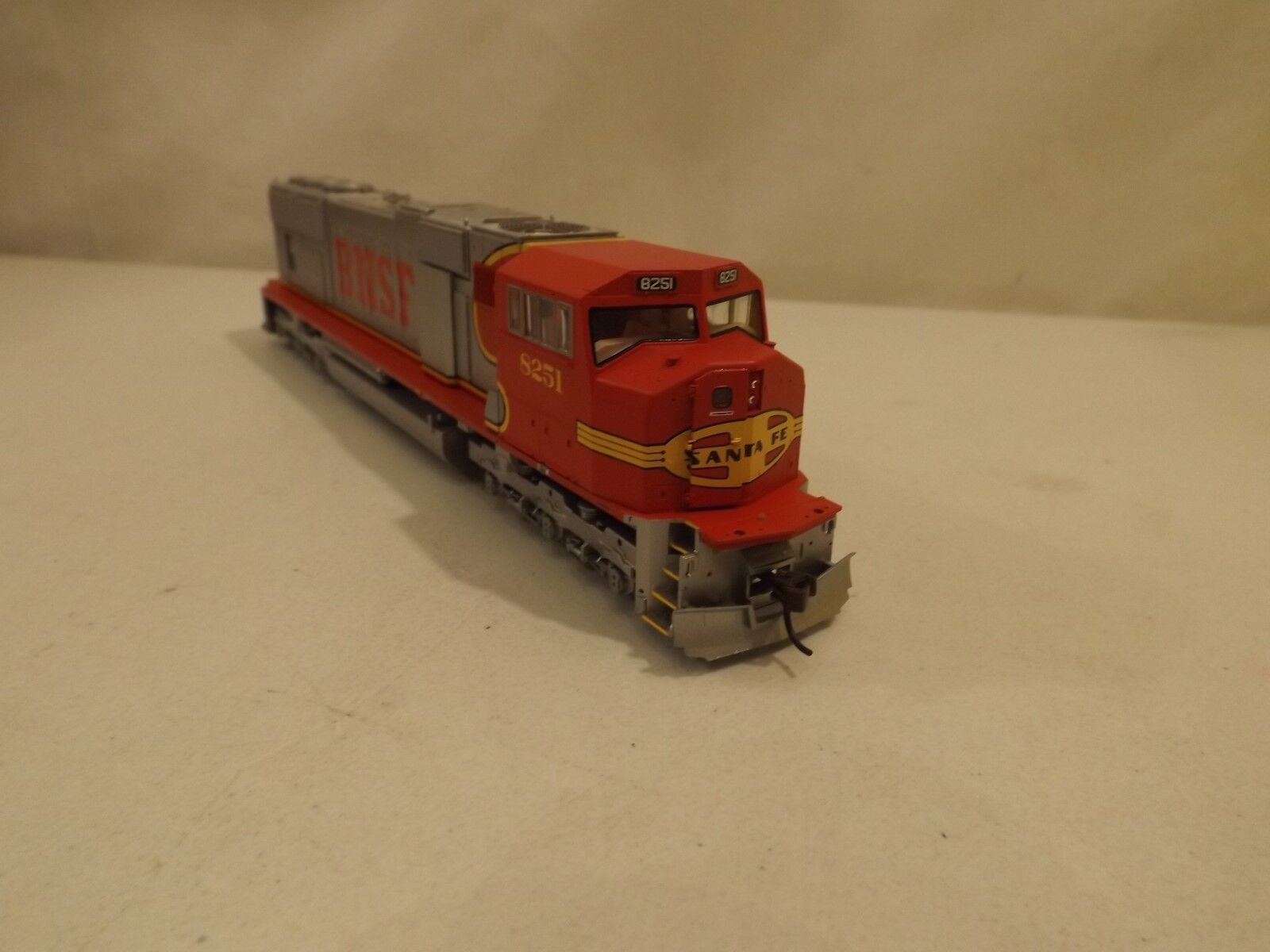 HO HO HO Genesis BNSF SD70M diesel engine in original box,  G6134 3a1ede