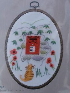 Kit-de-Bordar-DMC-Caja-de-correos-tradicional-con-Ginger-Cat-Marco-Incluido-Nuevo