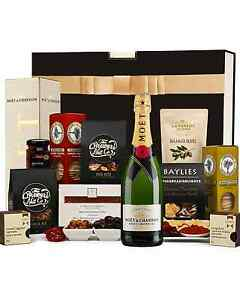 The-Hamper-Emporium-Mo-amp-euml-t-and-Gourmet-Nibbles-Hamper