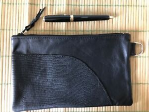 Pochette-cuir-noir-incrustation-lezard