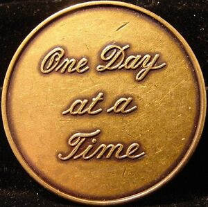 ONE DAY AT A TIME Bronze Alcoholics Anonymous AA Medallion NA Narcotics token B