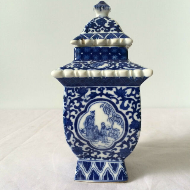 Antique Blue And White Porcelain Jar Paa In Ancient China
