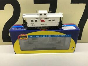 Athearn-Ho-Scale-LV-Lehigh-Valley-4-Window-Caboose-RD-95032-RTR-New