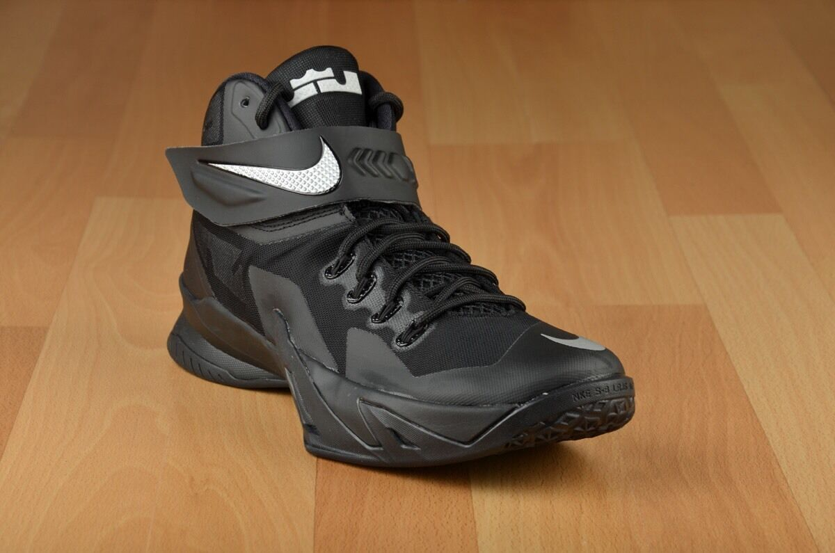 Nike Zoom Soldier VIII. 8.  Blackout 653641 001. U.K. Size 7.5