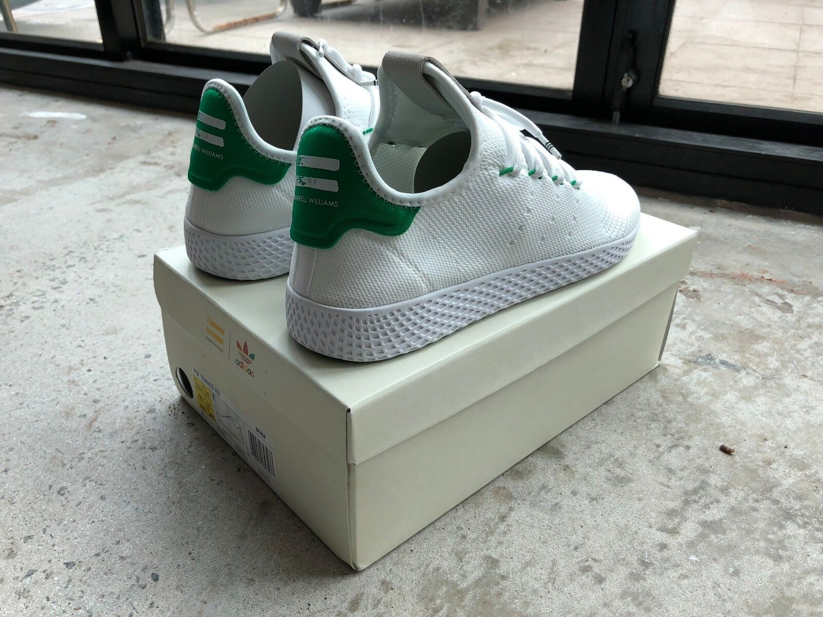 Pharrell Tennis HU Grün Day One Edition US11.5 UK11 - NEW