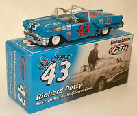 Rc2 1/24 Richard Petty 43 1957 Olds Convertible - The King's 1st Race Car