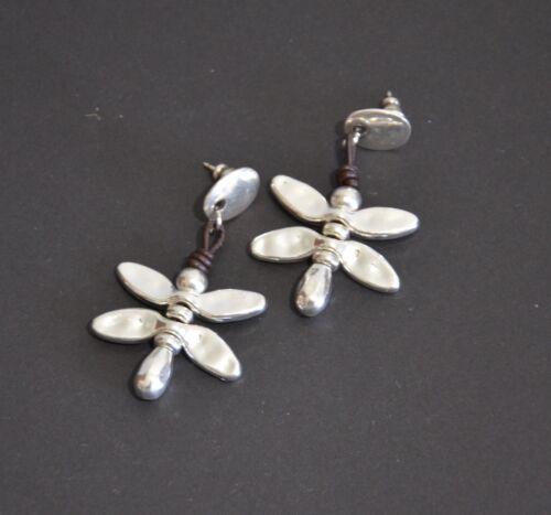Pendiente de mariposa-cordones del cuero-hecha a mano-pendiente baño de plata