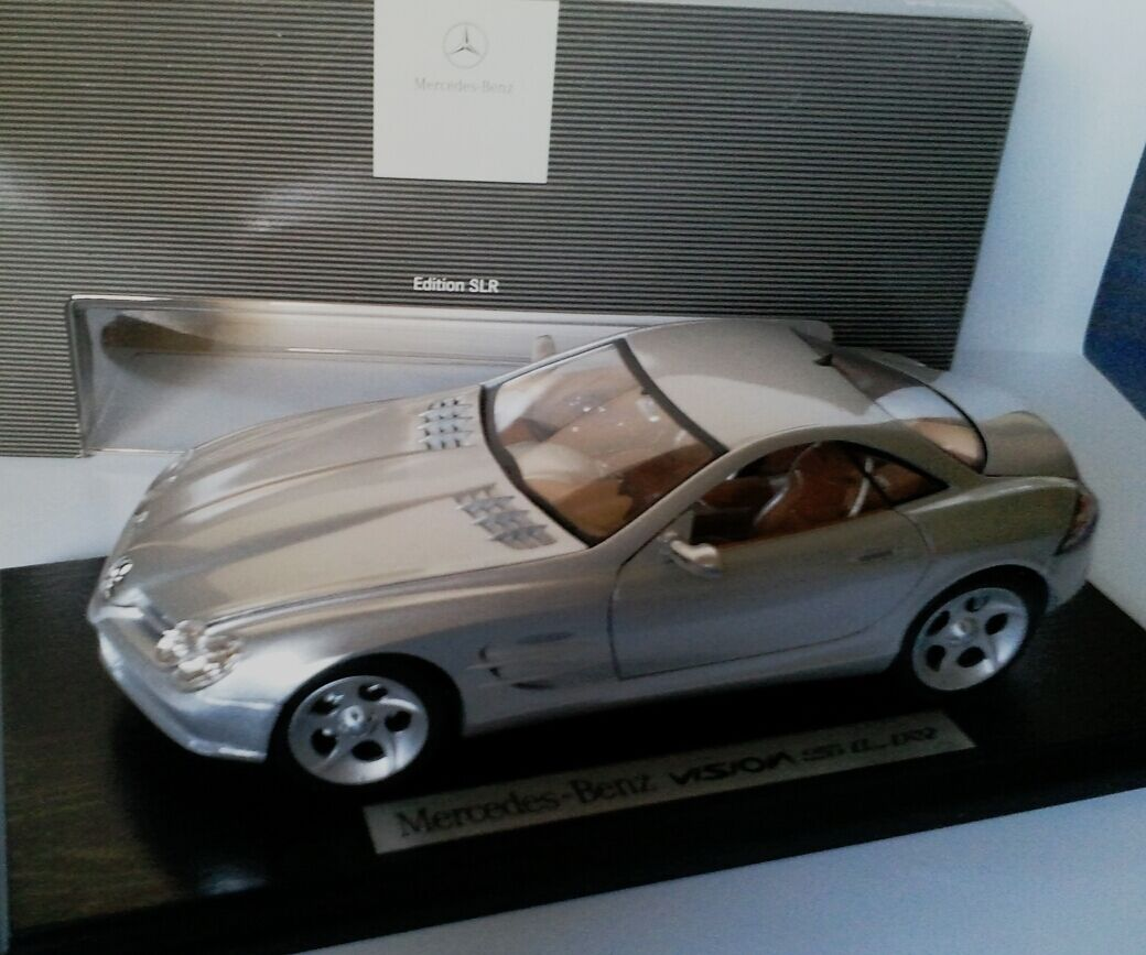 MERCEDES VISION SLR MAISTO 1/18 WITH DEALER BOX