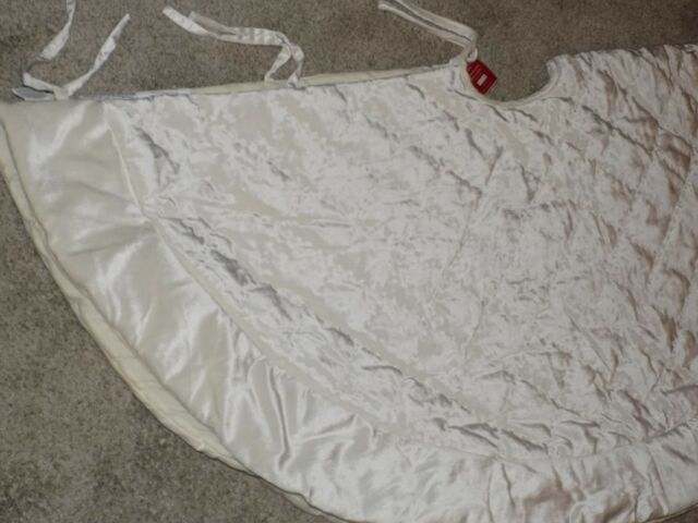 New Pottery Barn Ivory Diamond Quilted Velvet Treeskirt