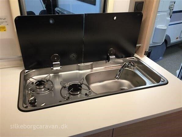 Adria Aviva 400 PS, kg egenvægt 810, kg totalvægt 1100