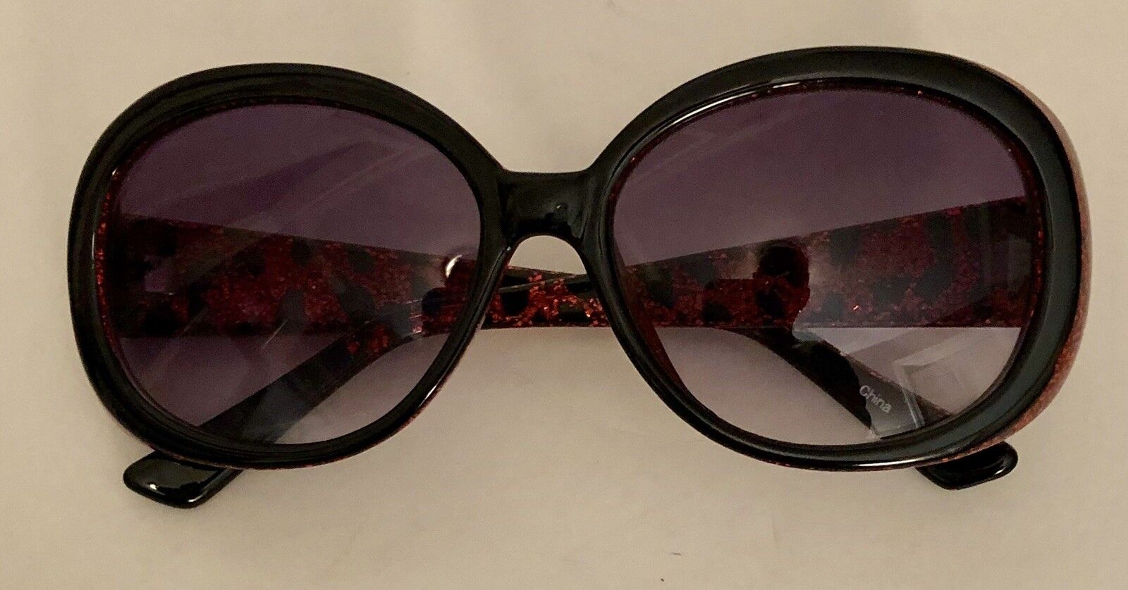 BETSEY JOHNSON SUNGLASSES BLACK WITH PINK GLITTER Gently pre-owned