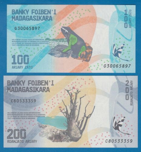 2 Notes Combine FREE! 200 Ariary P New 2017 UNC Low Shipping Madagascar 100