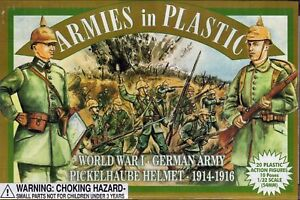 ARMIES-IN-PLASTIC-WWI-German-Infantry-Pickelhaube-Toy-Soldiers-GREEN-FREE-SHIP
