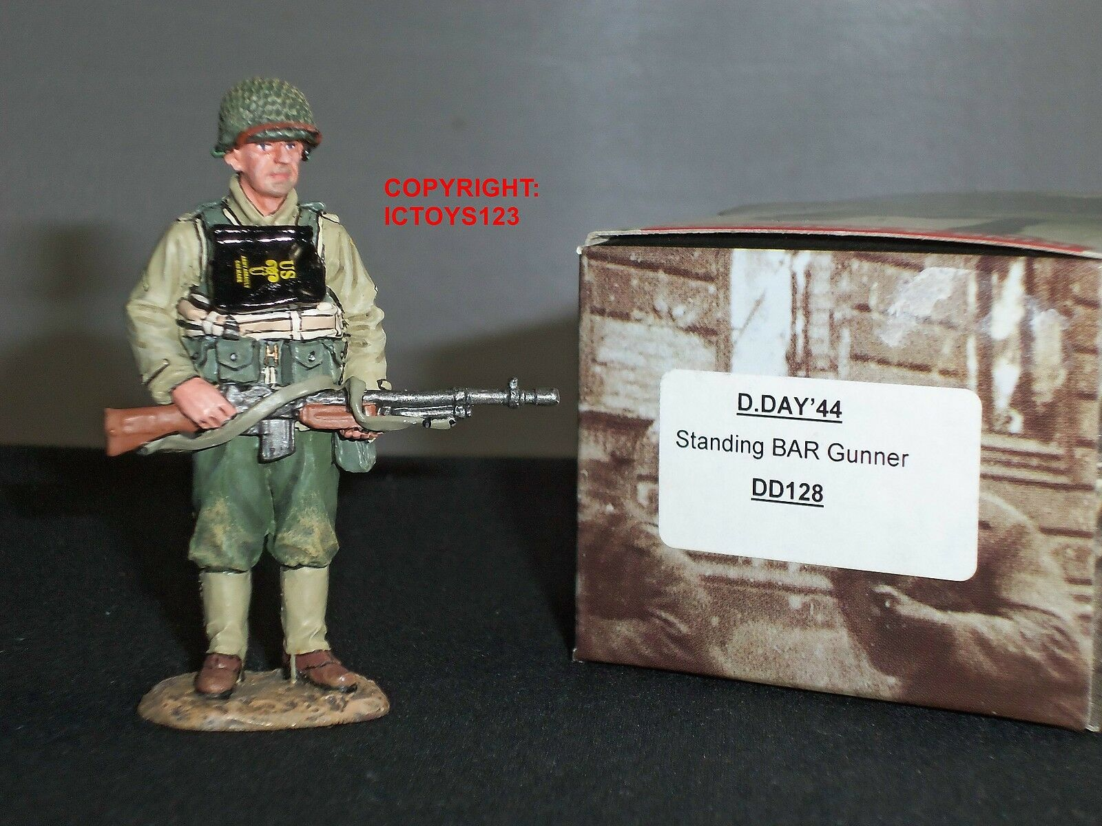 KING AND COUNTRY DD128 US ARMY BAR GUNNER STANDING WITH RIFLE METAL TOY SOLDIER