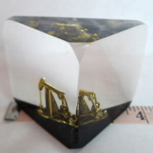 Oil-Pumpjack-Encased-Acrylic-Paperweight-Gas-Rig-Drilling-Texas-Oilfields