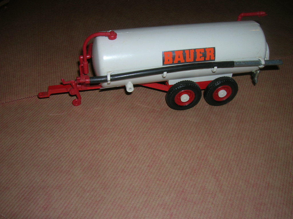 TANK CITERNE LISIER  BAUER 1 32  BRITAINS without box 1985